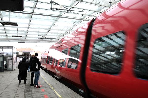 S-train in motion at Flinholm station